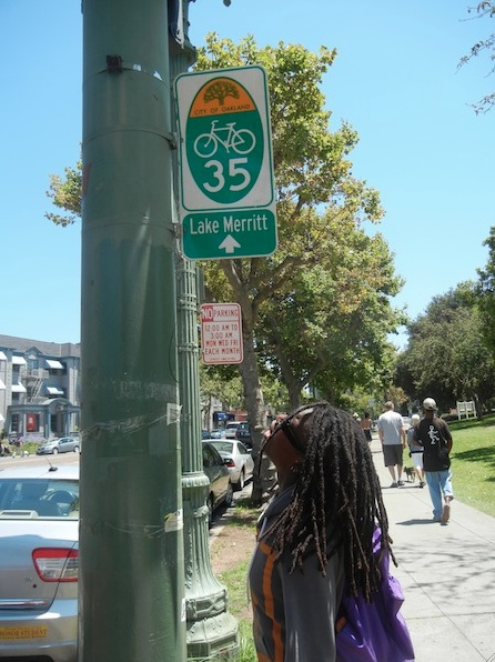 A bike sign for Lake Merritt