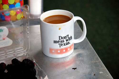 "Coffee cup with the phrase ""Don't mess with Texas"""