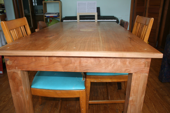 Side view of the table showing the legs.