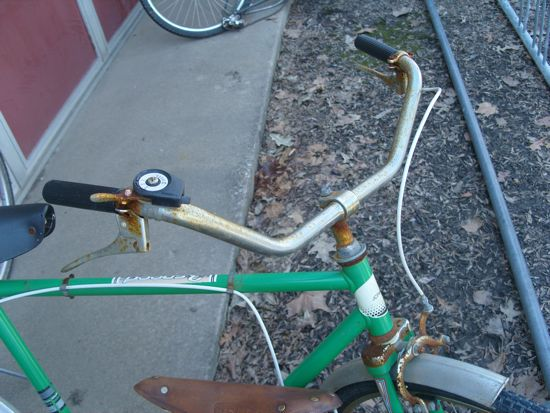 A close-up shows a bit of rust on the handlebars.
