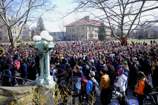 A large crowd of students gathered outside of Wilder Hall