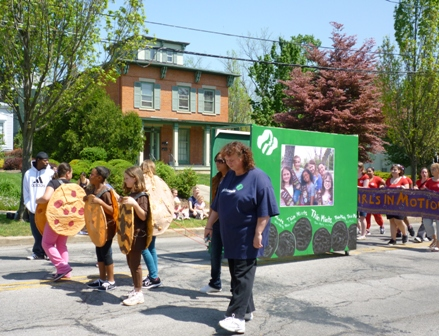 Girl scouts and a giant cookie box