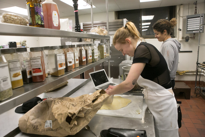 Students preparing a meal in Harkness Coop