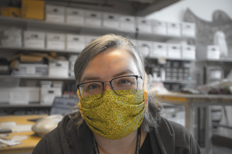 Woman wearing a surgical face mask.