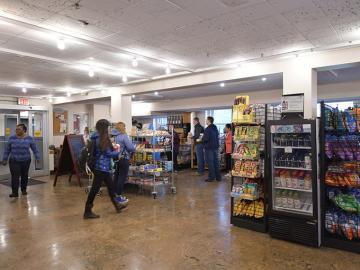 Students shop for groceries inside Oberlin's DeCafé
