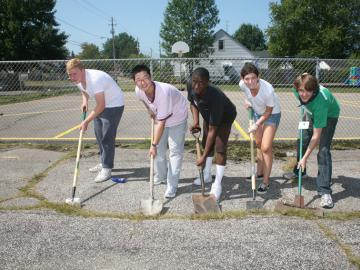 Five Oberlin students with shovels in a local park