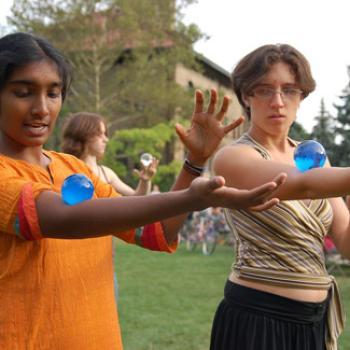 2 jugglers practicing