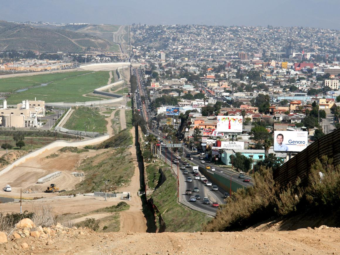 US and Mexico border