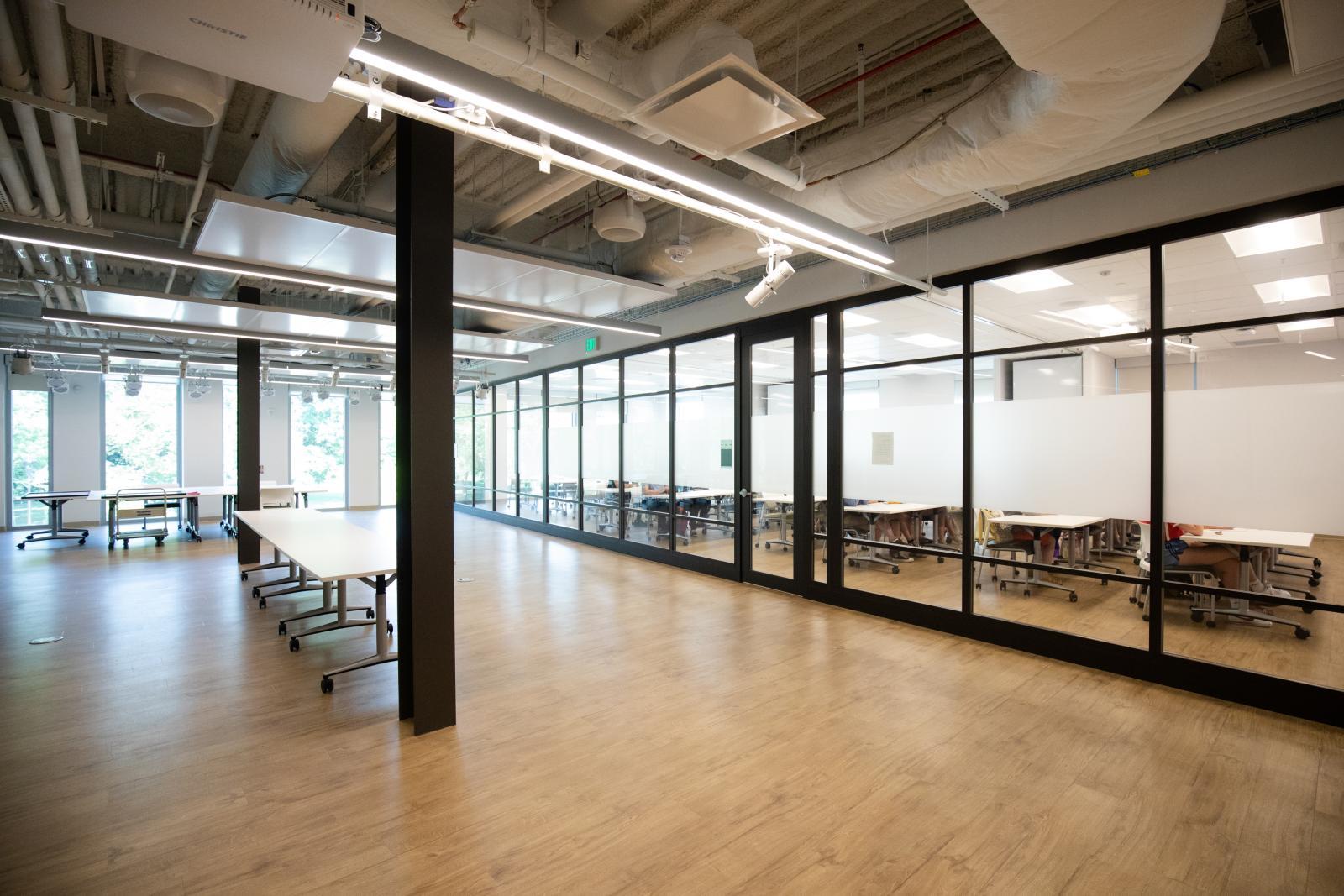 Empty classroom in StudiOC.