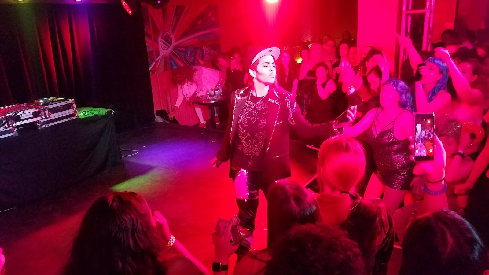 Santana Romero performing at the 'Sco.