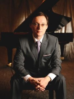 Stanislav Ioudenitch sitting in front of a piano