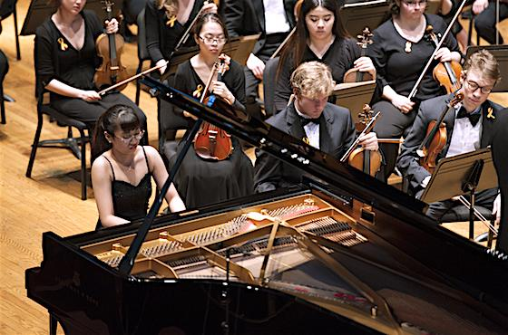 Piano student Yihui Liu playing with the Oberlin Orchestra