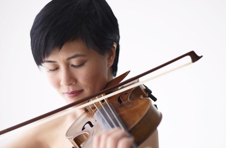 Jennifer Koh playing violin