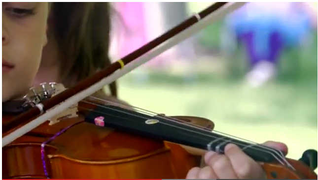 A young violinist plays (closeup photo).