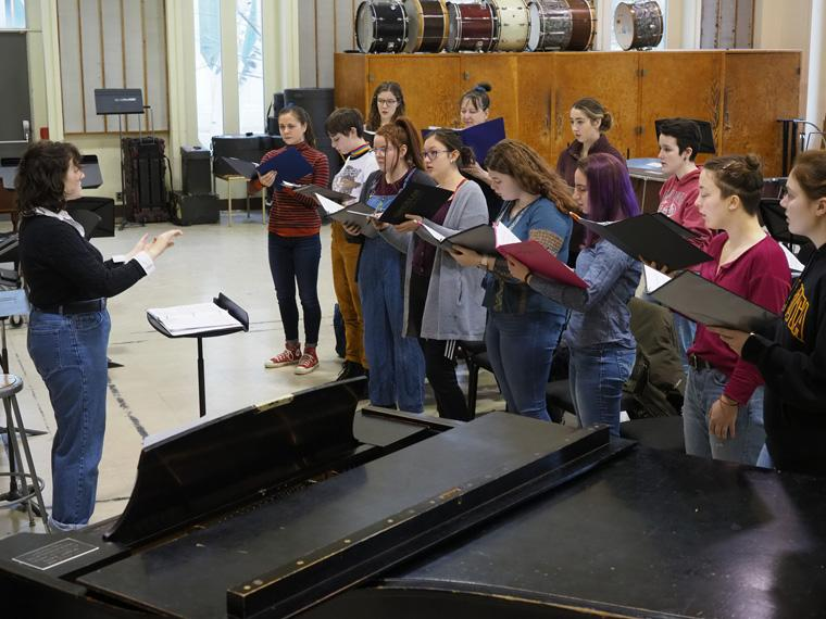 students sing in an ensemble.