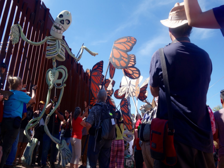 photo of puppet show on US-Mexican border