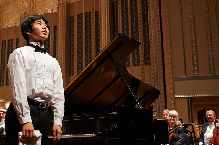 A young pianist takes the stage