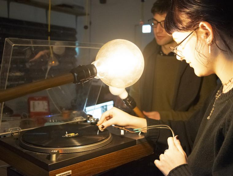 TIMARA student demonstrates a photosonic composition using a turntable and lightbulb.