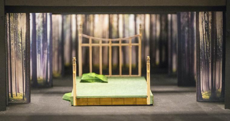 A set model of a big bed.