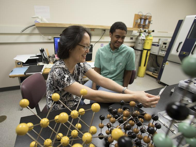 Professor Yumi Ijiri with STRONG Scholar Wesley Patterson in her lab.