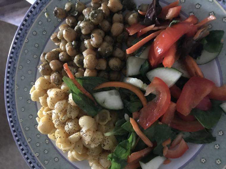 plate of Mac and cheese, roasted chickpeas, and salad
