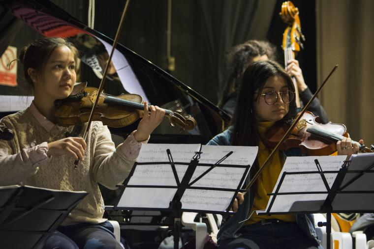 Violinist Alison Chan (left) performs in Orquesta Participativa